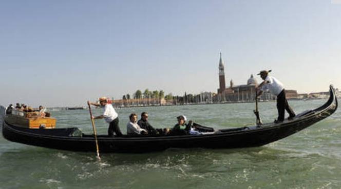 Пьяная пара украла в Венеции гондолу, чтобы… покататься