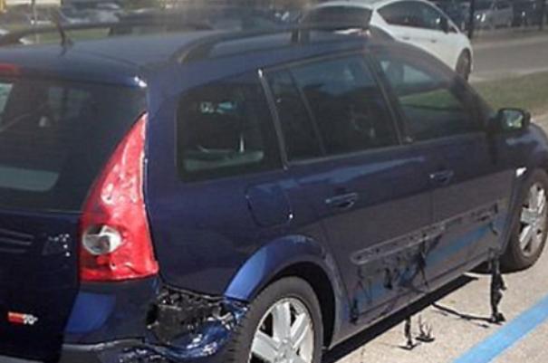 В Интернет попало видео, где запечатлен автомобиль, который плавится от жары