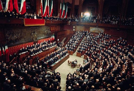 Депутаты итальянского парламента сильно задолжали кафе-бару