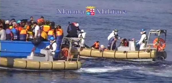 берегов Италии на корабле с мигрантами погибло 49 человек