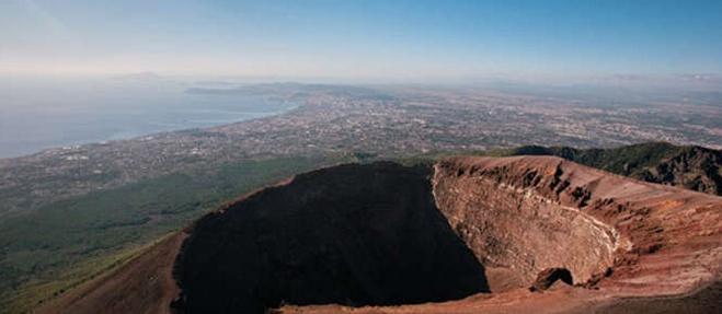 Сигнал тревоги: вулкан Везувий готовит новое извержение