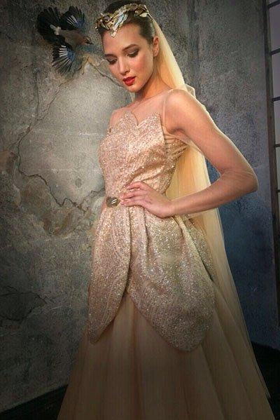 «Дом-2»: итальянские ткани использовали для пошива платья Элины Камирен