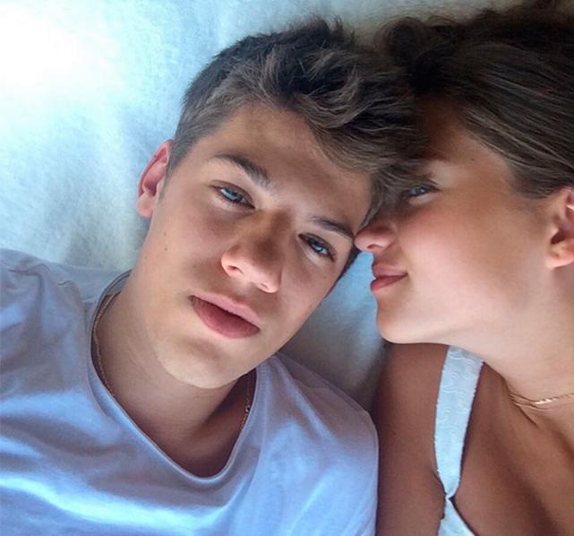 Девушка уже давно называет своего парня «мужем» и публично признается ему в любви