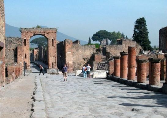 Российский турист, 55 лет, умер в пятницу 21 августа в городе Помпеи за пределами археологических раскопок