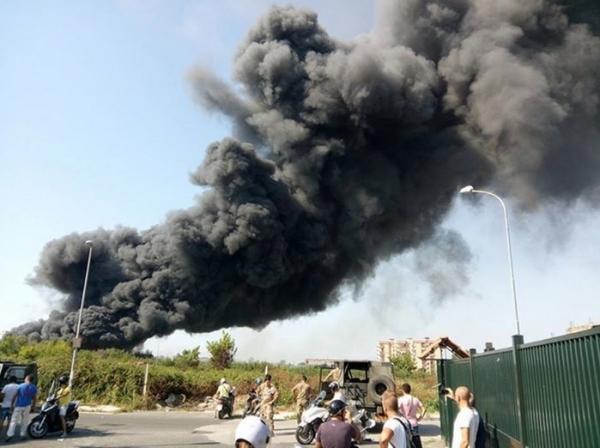 Крупный пожар близ Неаполя, пострадали 300 автомобилей