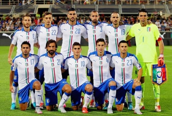 Итальянцы, играя на стадионе «Артемио Франки», во Флоренции