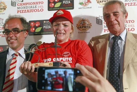 Впервые женщина выиграла конкурс пиццы в Италии