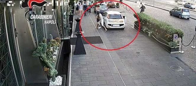 Итальянец решил украсть часы стоимостью 35 тысяч евро прямо перед камерой