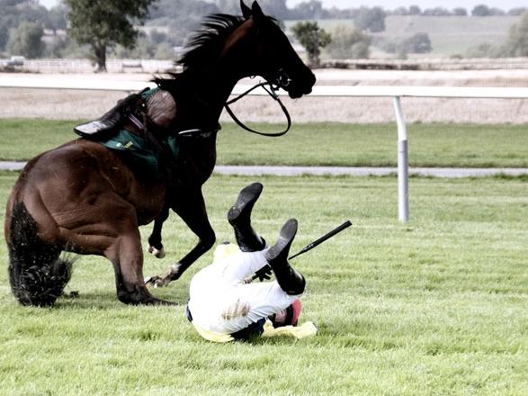 Английский жокей в коме после падения с лошади в Милане