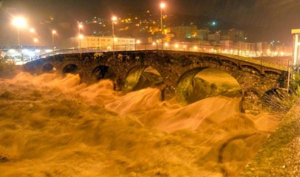 Один человек погиб и двое пропали без вести после наводнения в Италии