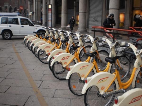 Милан запускает первый прокат городских велосипедов в Италии для детей