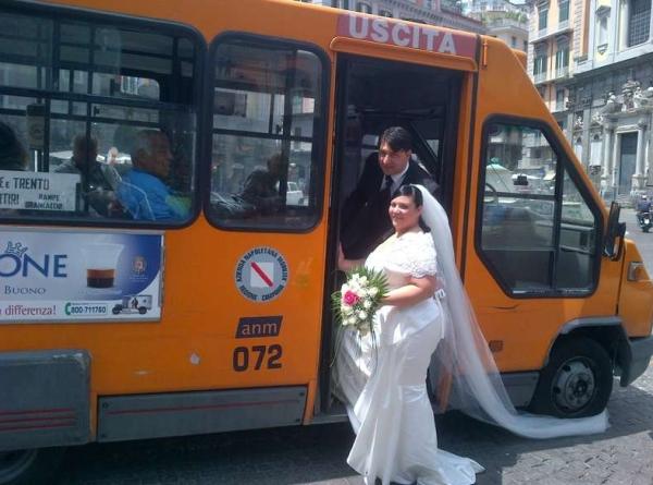 В Неаполе готов к реализации в жизнь проект «Свадебный автобус»