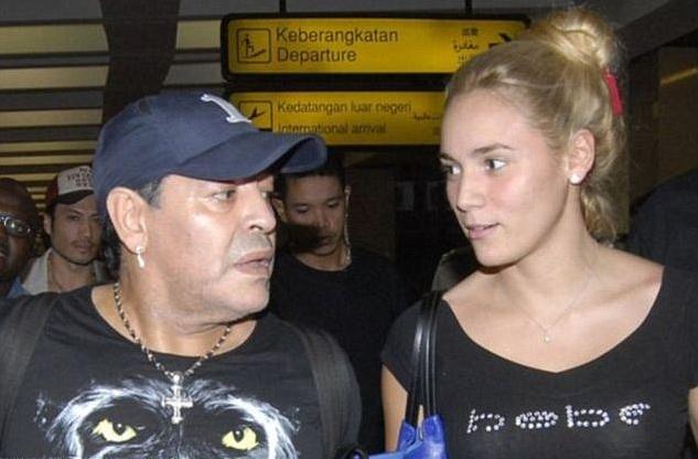 Марадона женится на своей подруге Росио Олива