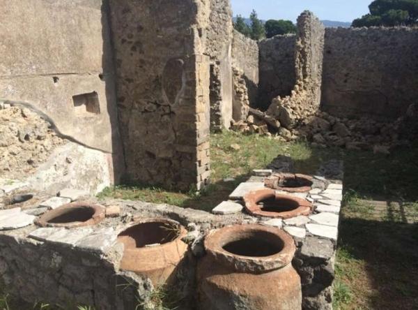 Древние Помпеи, опять рухнула двухметровая стена