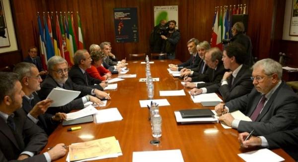 Лидеры профсоюзов Италии получают немало