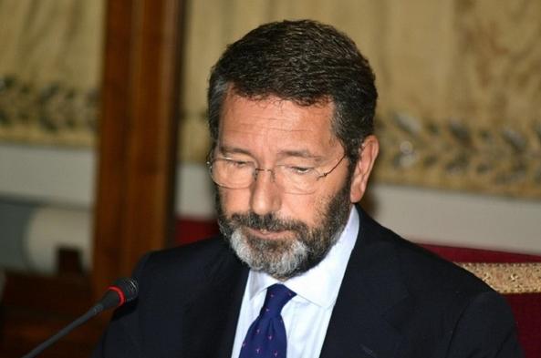 Скандал в Риме: мэр города подозревается в растрате