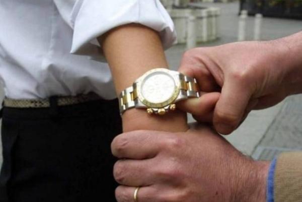 Неаполь. Часы Rolex стоимостью 75000 долларов сняли с руки американского туриста