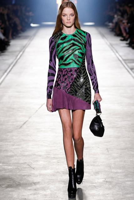 показ модной одежды - Версаче