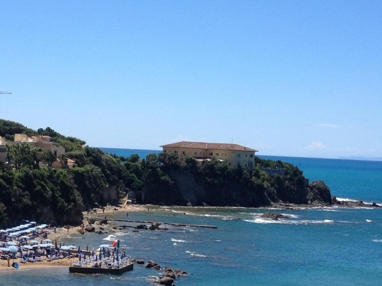 Скандал на берегах Средиземного моря: делим пляж в городке Кастильончелло?