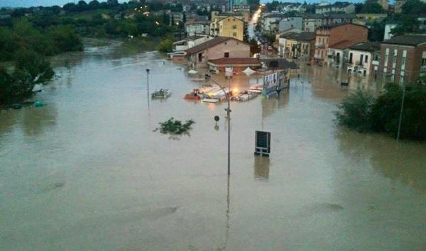 Жертвами непогоды в Италии стало уже три человека