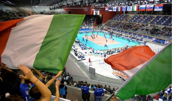 Италия уверенно играет в Турине