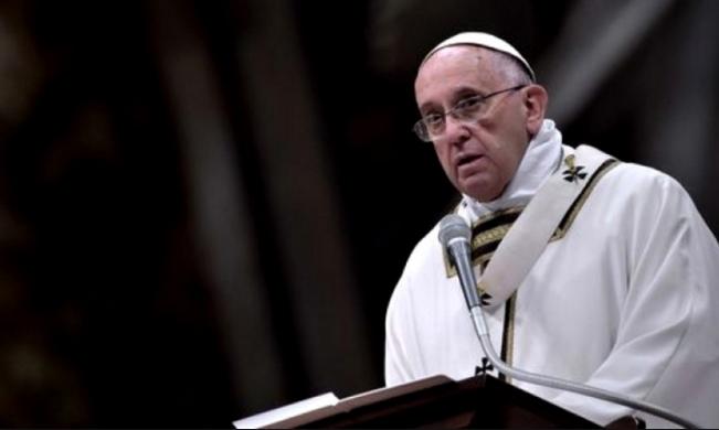 Папа Римский принес свои извинения за скандал, связанный с геями