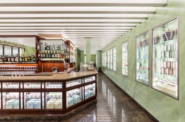 Сладости от Prada в миланском магазине