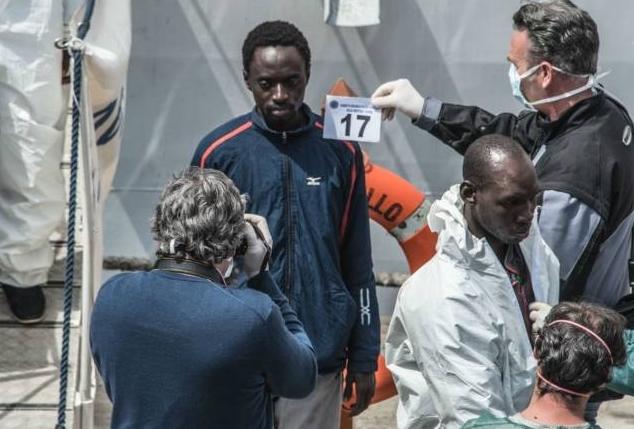Отпечатки пальцев беженцев любой ценой
