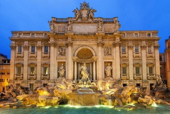 В знаменитый римский фонтан Треви после окончания реставрации вернулась вода