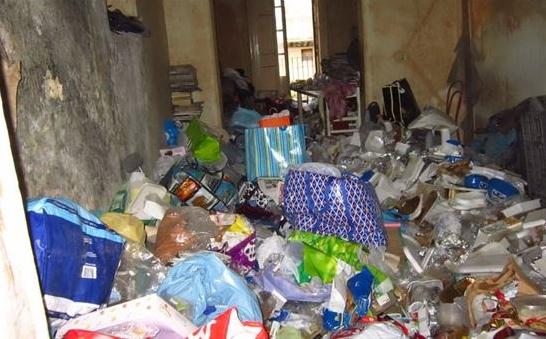 Квартира-свалка: пожилая неаполитанка проживала среди 1600 пакетов с мусором