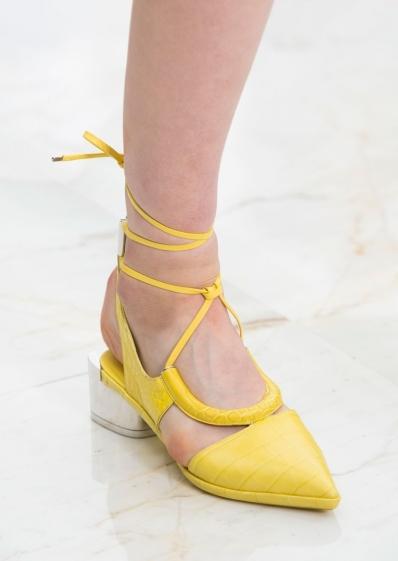 Тапочки и мокасины, туфли с заострённым носком: модели весна-лето 2016