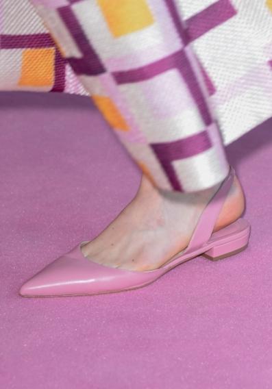 Тапочки и мокасины, туфли с заострённым носком