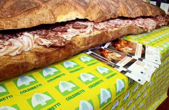 Итальянский гигантский бутерброд против доклада ВОЗ
