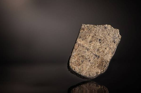 Музеем планетарных наук будет передан в подарок Римскому Папе марсианский метеорит