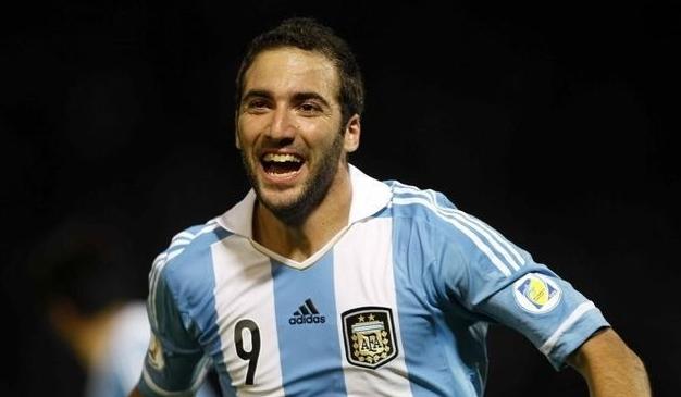 Лучшего бомбардира «Наполи» Гонсало Игуаина ждут два очень важных матча сборной Аргентины