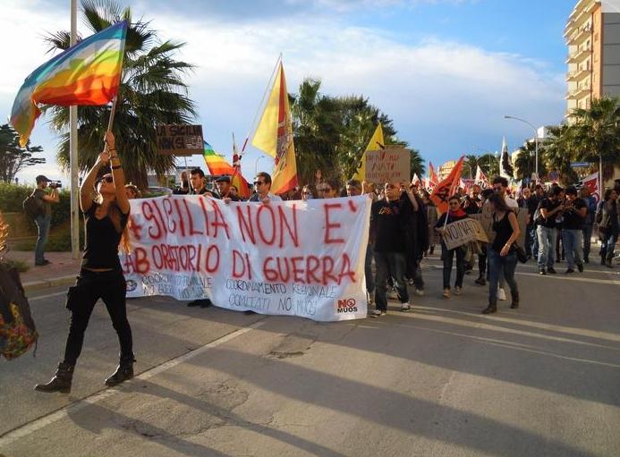 Протест против проведения крупнейших маневров НАТО Trident Juncture-2015 выразили местные жители итальянского города Марсала