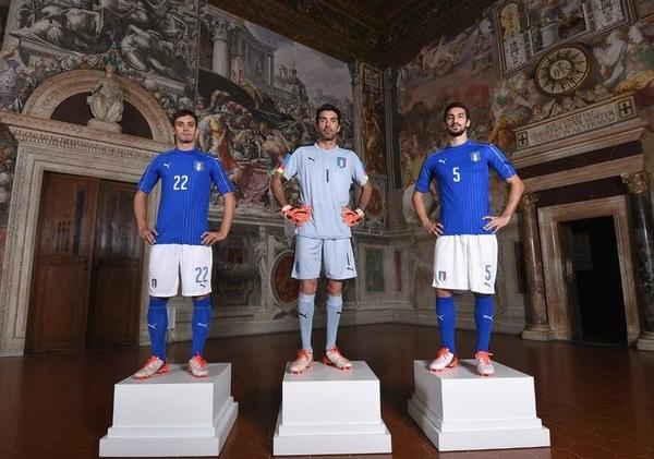 Новая форма сборной Италии, в которой команда будет играть на Евро- 2016