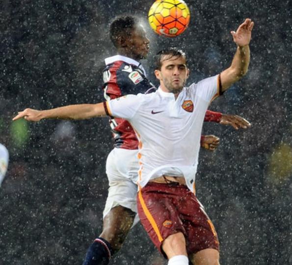 Недалеко и «Рома», которая, за счет двух пенальти на «водном» стадионе в Болонье, сумела вырвать ничью – 2:2