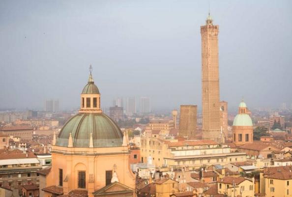 Болонья. Самый красивый вид на город с террасы Сан-Петронио