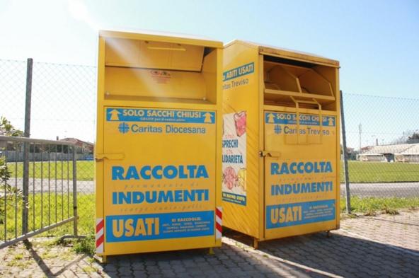 В Риме исчезнут жёлтые контейнеры для сбора пожертвованной для бедных одежды