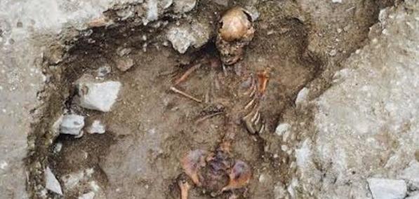Средневековая могила девочки-ведьмы найдена в Италии