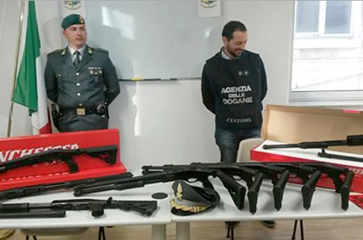 Полиция Италии обнаружила 800 ружей, направляющихся в Бельгию