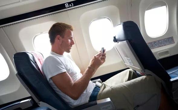 Мобильный телефон в самолете – реальность для пассажиров Alitalia