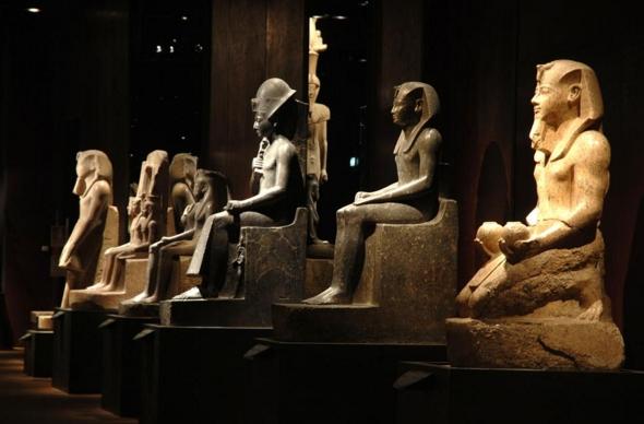 Туринский музей решил предупреждать людей, что в его залах находятся мумии