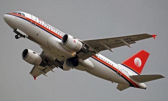 Колесо пассажирского самолета упало на пляж Сицилии