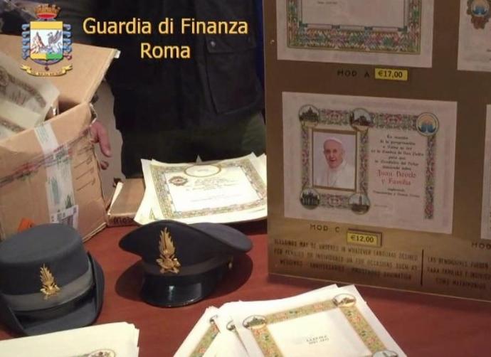 Полиция изъяла липовые «папские благословения»