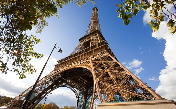 Эйфелева башня получила свой аккаунт в Twitter