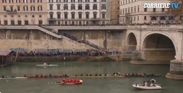 Итальянские традиции: Новый год отметили прыжками в Тибр
