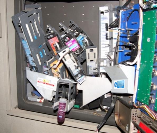 В Германии произошла трагедия – грабителя убил аппарат, раздающий презервативы