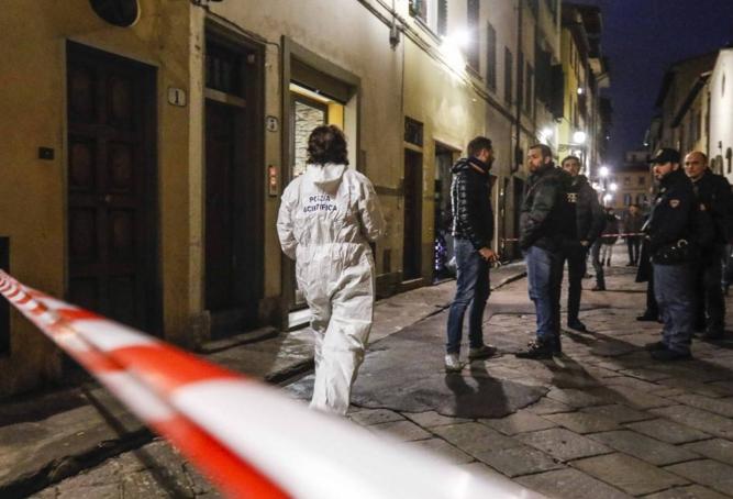 Полиция Флоренции начала расследование после обнаружения 35-летней американки мертвой в своей квартире
